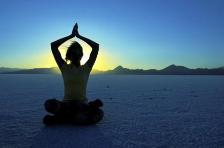 woman-in-desert-for-triangle-meditation